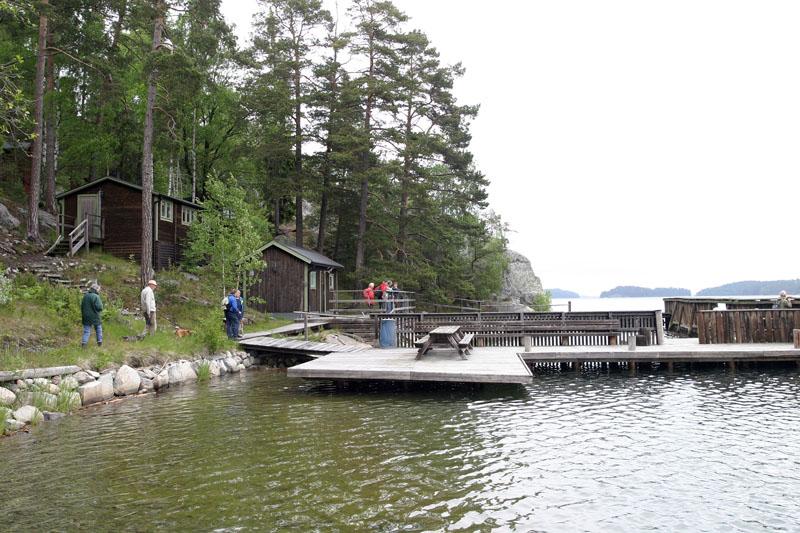 Besök sälstationen på Oxnö 12 juni 2005. Fr v Gunnel Cavalli-Björkman, Cornrad Cavalli-Björkman, Ragnar Hultgren, Birgitta Krebs