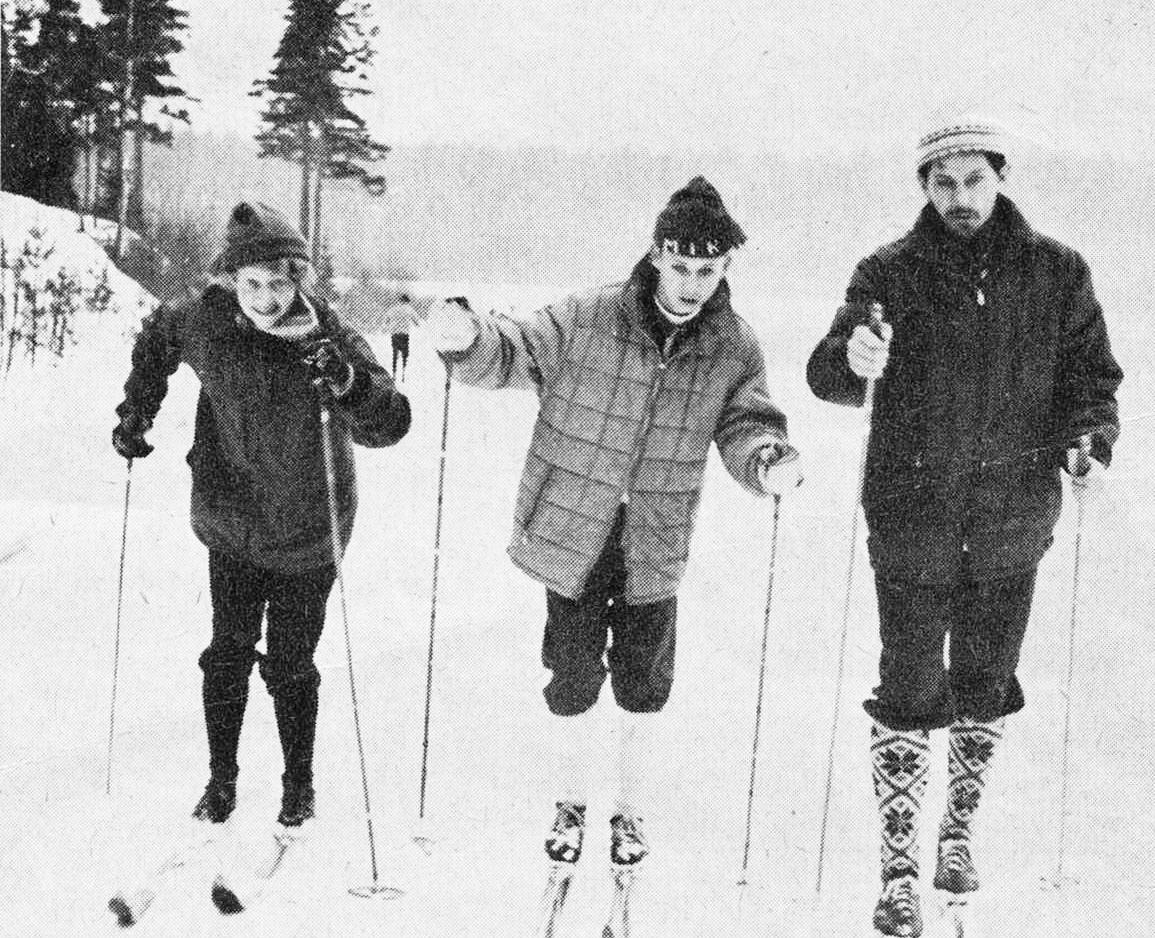 Ullla-Britt och Nisse Tyllman flakerar sonen Arne på Skidans Dag 1967